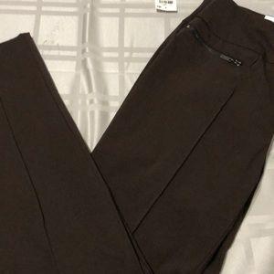 Stylish Skinny Leg Pants (NWT)